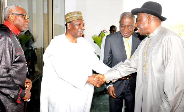 President Jonathan, Gen. Gowon, Chief Shonekan & Pastor Oritsejafor at the 5th Presidential Prayer Breakfast, Apr 25.